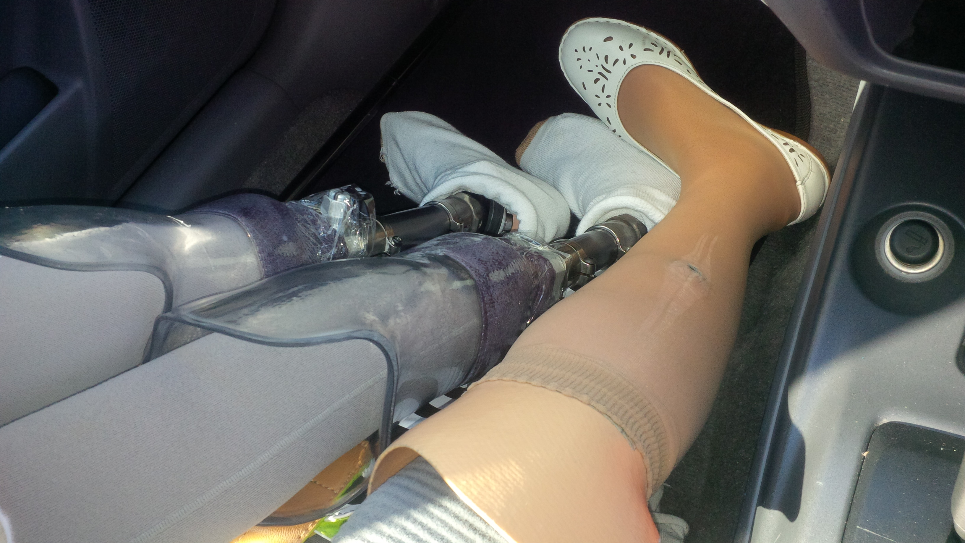 3 Prostheses in a car